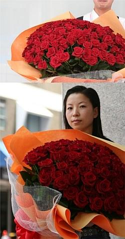 プロポーズを目一杯のバラの花でコーディネートしませんか?